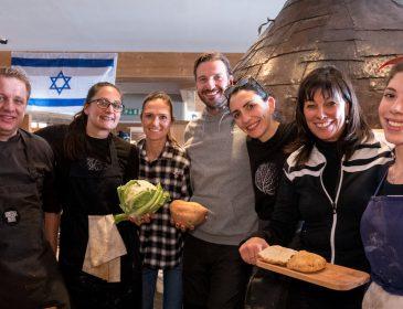 Tel Aviv meets Hochzillertal: Israelische Starköche & Künstler färben Kristallhütte weiß-blau