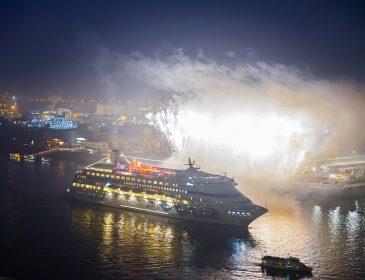 Großer Empfang für die Weltreisenden von AIDAcara in Hamburg