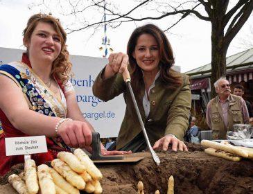 Ministerin Kaniber eröffnet bayerische Spargelsaison
