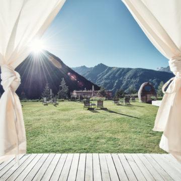Sonnengruß und Mantra: Die erholsame Yoga-Auszeit im Gradonna ****s Mountain Resort