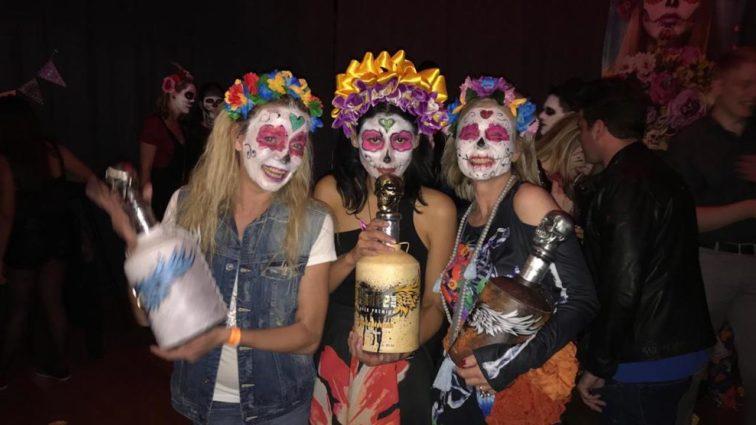 """Auch die deutschen VIPs feierten Halloween  – auf mexikanisch: """"Halloweenparty Padre Azul"""" im Hotel Lovelace in München"""