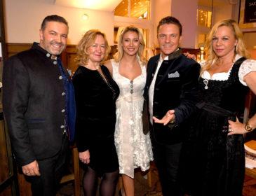 """Christmas Charity Dinner mit Stefan Mross und Anna-Carina Woitschack im """"Steirer am Markt"""" in München"""