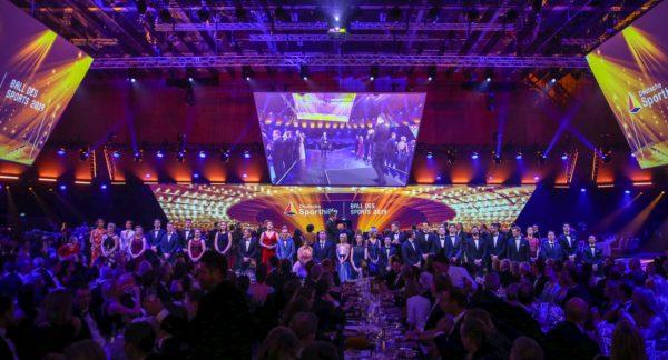 """Ball des Sports 2019: Fußball-Legende Günter Netzer offiziell in die """"Hall of Fame des deutschen Sports"""" aufgenommen"""