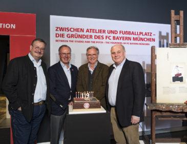 """FCB Erlebniswelt: Karl-Heinz Rummenigge und Uli Hoeneß eröffneten """"Zwischen Atelier und Fußballplatz"""""""