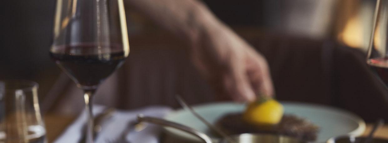 Neueröffnung: The LOUIS Grillroom bereichert den Fleisch-Genuss