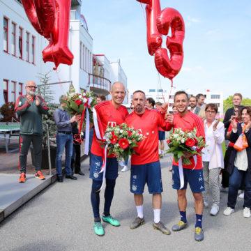 """Die Mitarbeiter des FC Bayern sagen: """"Servus Arjen, Rafa und Franck"""""""