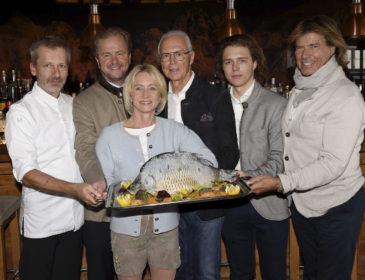 Fußball-Legende Franz Beckenbauer lädt zum traditionellen Karpfenessen ins Hotel Kitzhof