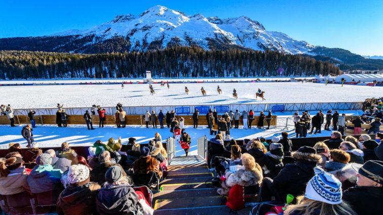 Aufbauarbeiten zum 36. Snow Polo World Cup St. Moritz beginnen