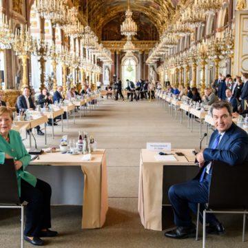 Bayerisches Kabinett tagt gemeinsam mit Bundeskanzlerin Merkel auf Schloss Herrenchiemsee
