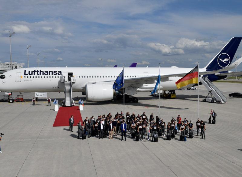 Ministerpräsident Dr. Markus Söder begrüßt Champions-League-Sieger FC Bayern München