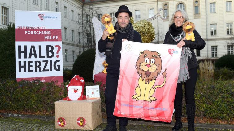 Aktion der EAGLES: 1.000 Kuscheldecken an Kinder mit Fontanherz