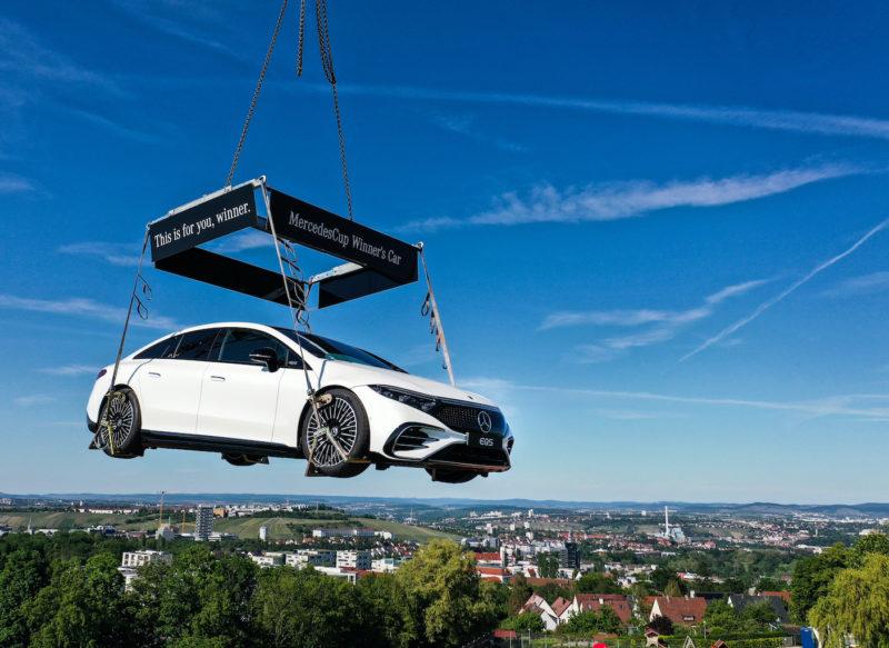 MercedesCup 2021: Ein EQS schwebt über Stuttgart